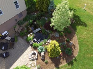 birds eye view of a patio and lawn